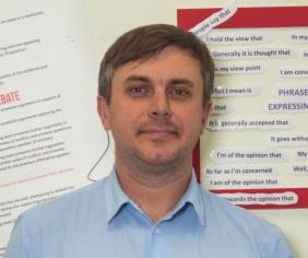 Бугайченко Олександр викладач англійської мови