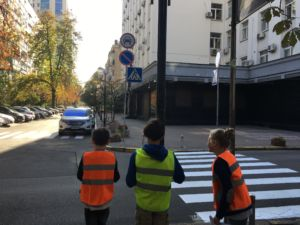 Вивчаємо дорожні знаки